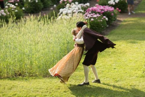 Image of 2 actors performing Shakespeare in the Arb