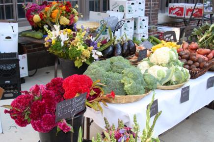 Fresh fruits and veggies at the MFarmer's Market