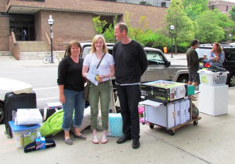 Student and Parents at move in