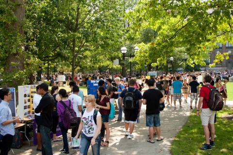 Students navigate Festifall as they start to navigate the rest of their college careers.